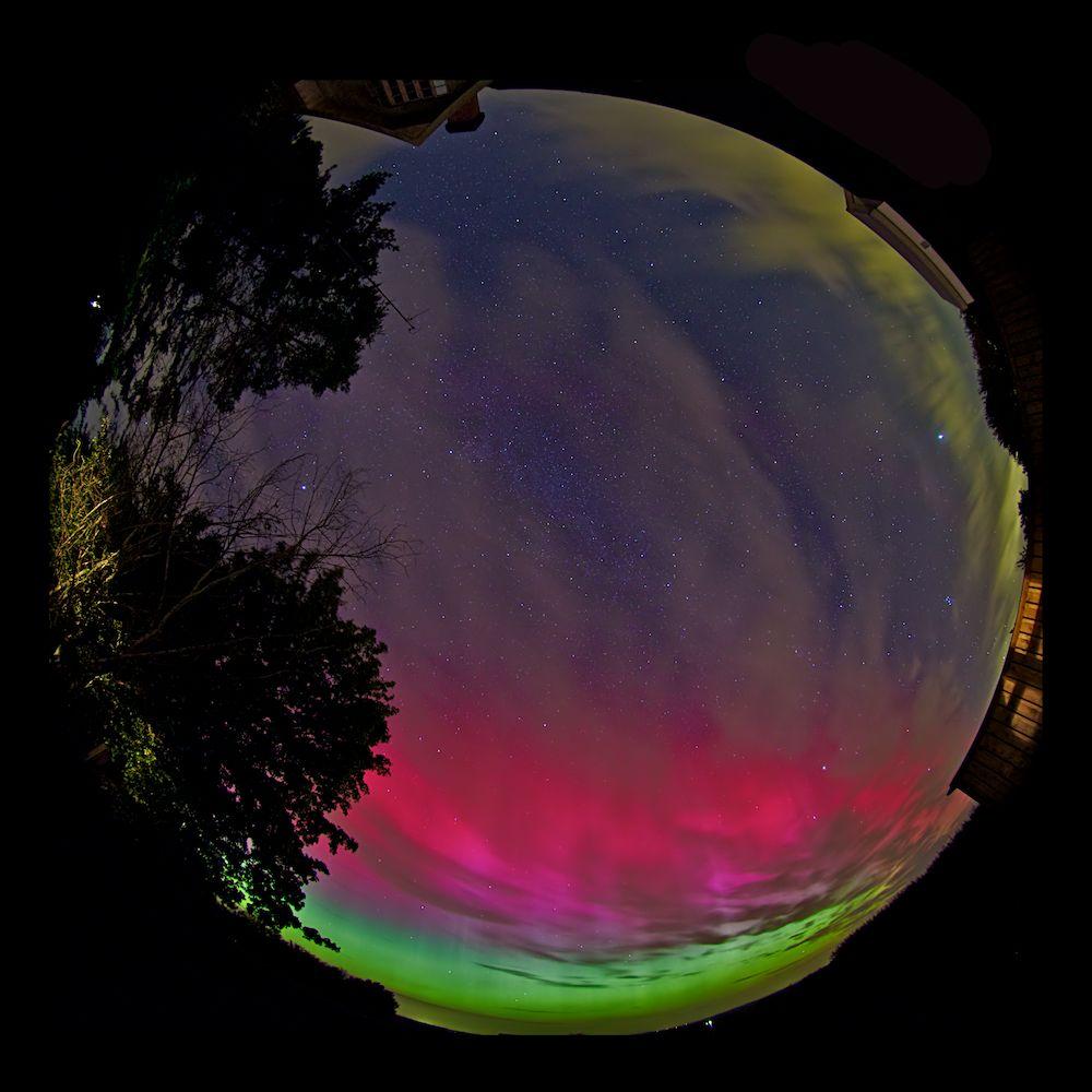 All-sky foto af udbredt nordlys