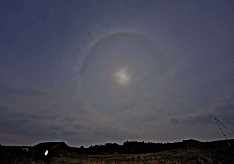 Moonhalo_correct_moonsize_5D31147